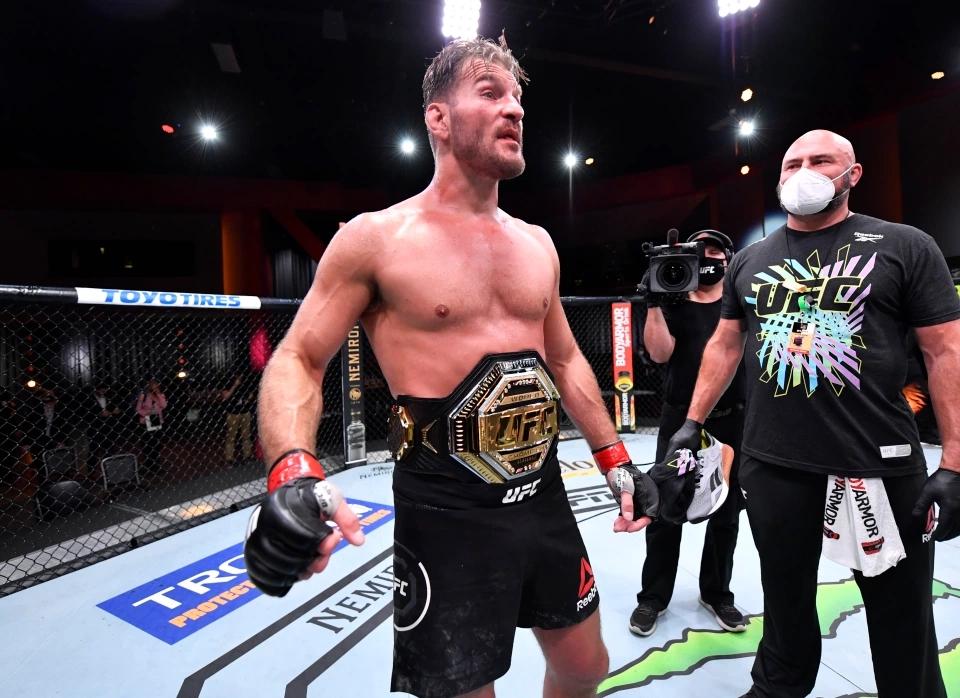 Stipe Miocic bảo vệ thành công đai vô địch hạng năng UFC.