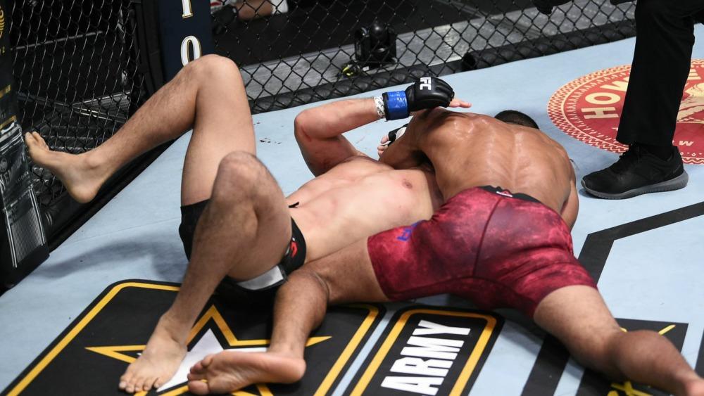 Miguel Baeza knockout kỹ thuật Takashi Sato trong hiệp thi đấu thứ 2.