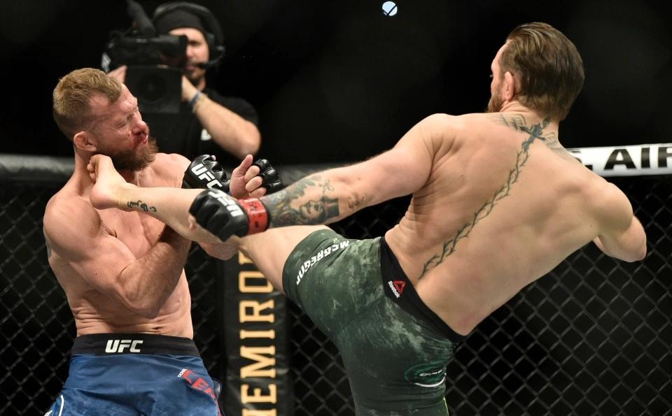 Conor McGregor chỉ mất 40 giây để KO Donald Cerrone hồi tháng Giêng.