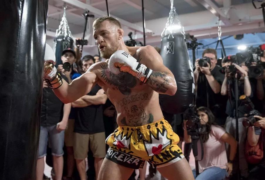 McGregor muốn chứng minh ai mới là boxer xuất sắc nhất UFC vào cuối tuần này.