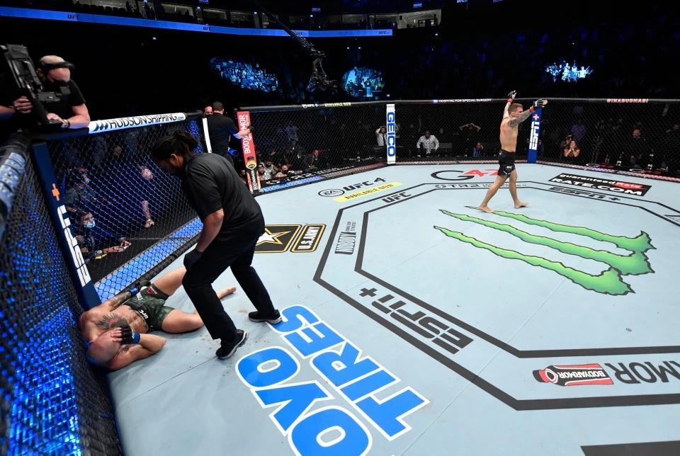 Conor McGregor nhận thất bại knock-out đầu tiên tại UFC hồi tháng giêng vừa qua.