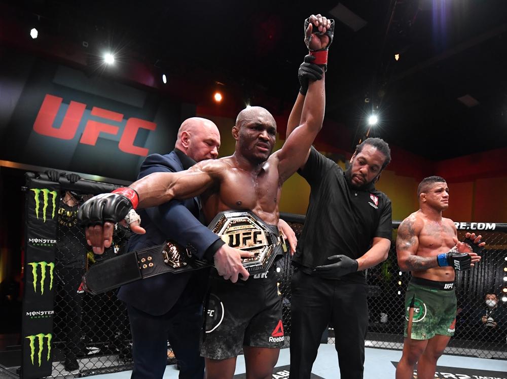 Kamaru Usman đánh bại Gilbert Burns tại UFC 258.
