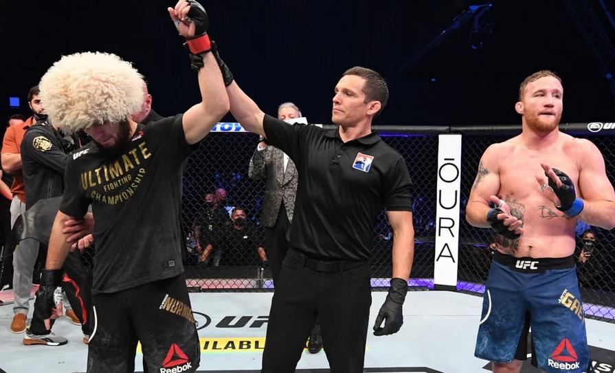 Khabib Nurmagomedov giải nghệ sau khi bảo vệ thành công chiếc đai hạng nhẹ tại UFC 254.