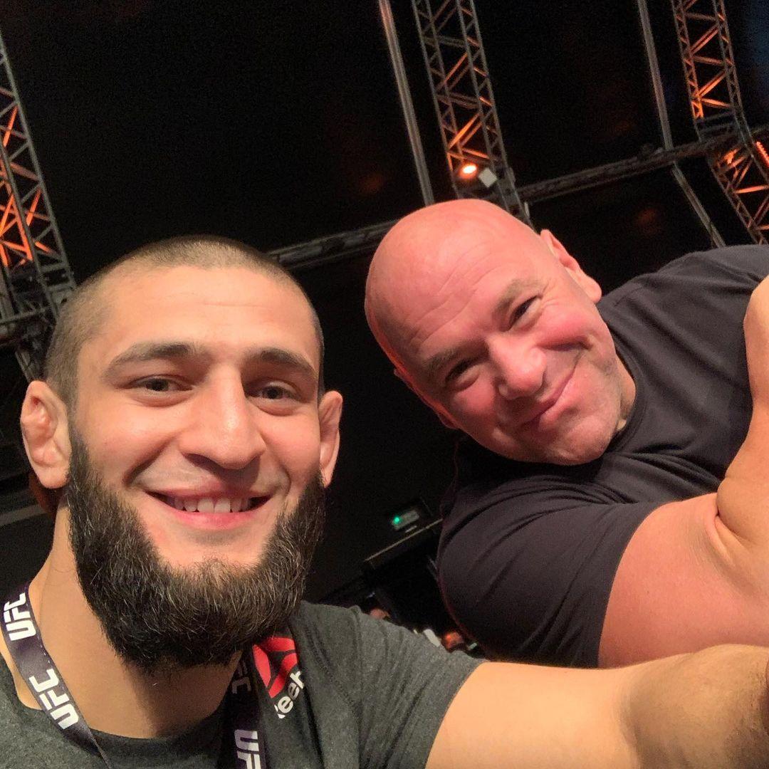 Khamzat Chimaev cảm ơn Dana White và UFC.