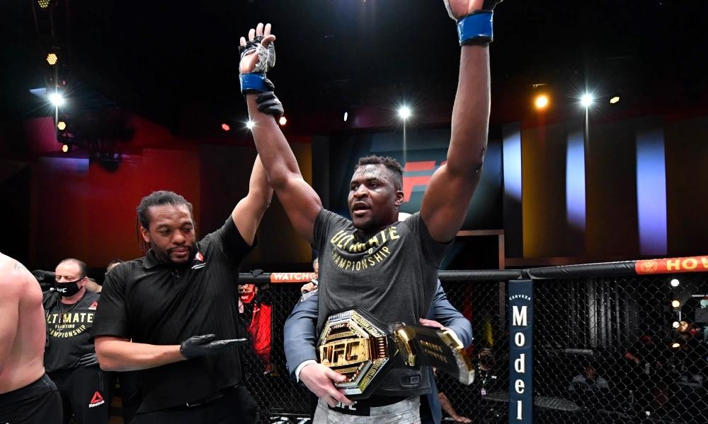 Francis Ngannou đang là nhà vô địch hạng cân nặng của UFC.