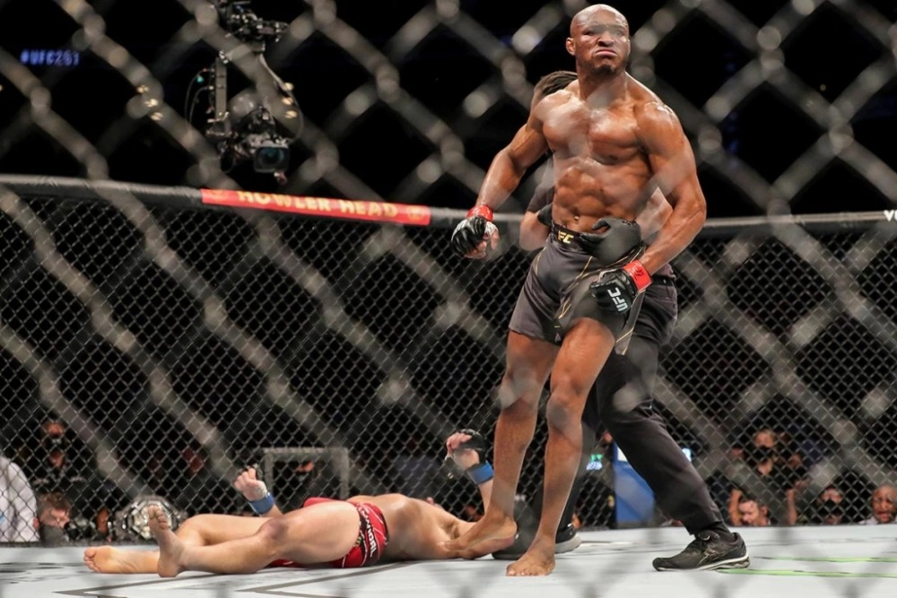 Kamaru Usman knockout Jorge Masvidal tại UFC 261.