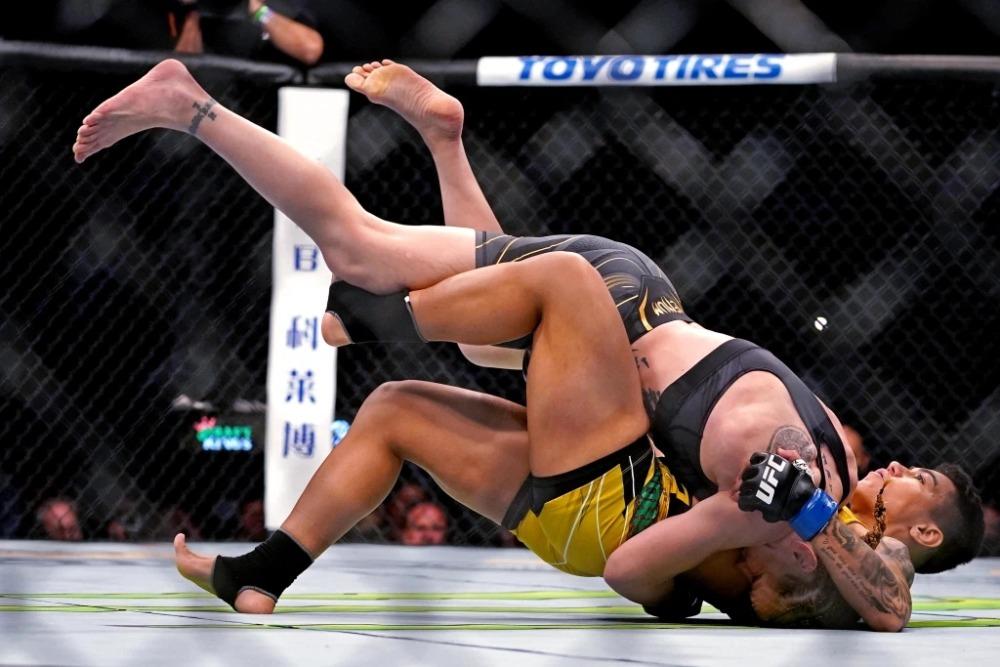 Nhà vô địch UFC không quan tâm ai là đối thủ tiếp theo