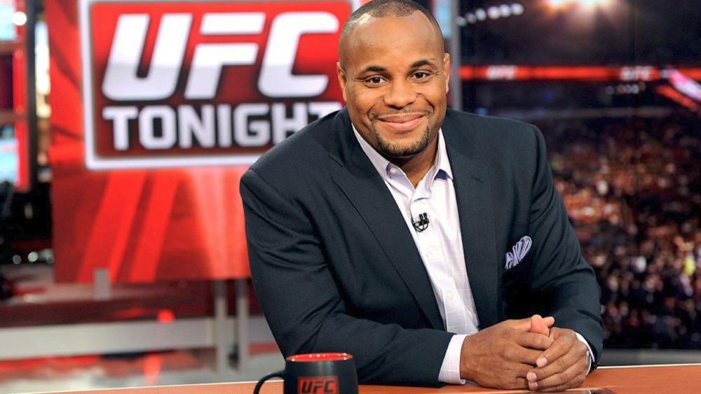 Daniel Cormier đang là bình luận viên của UFC.