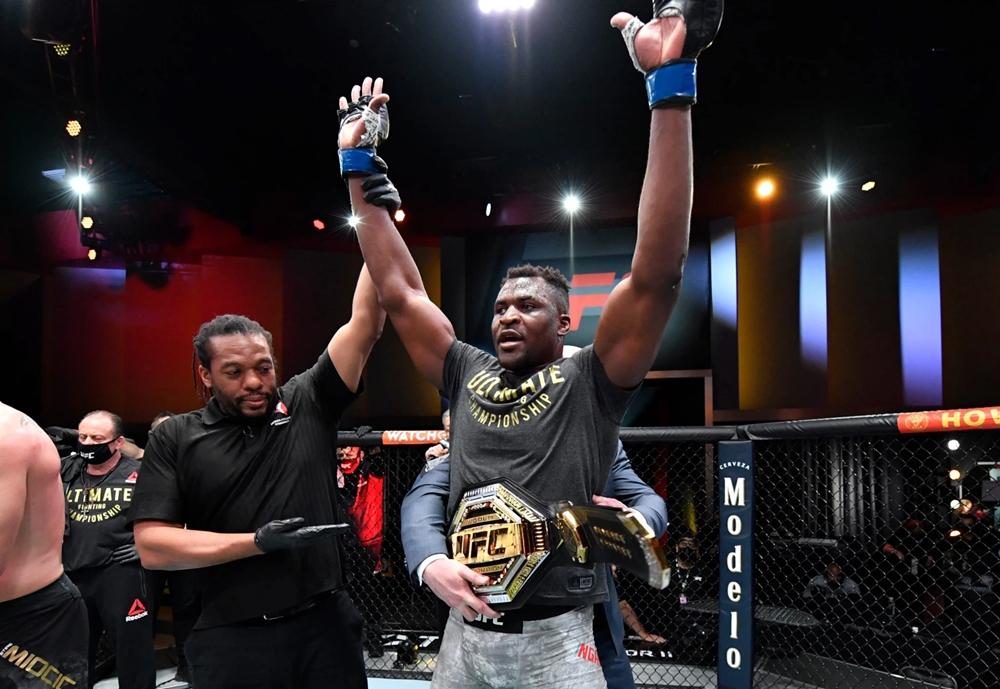 Francis Ngannou trở thành tân vương hạng nặng sau UFC 260.