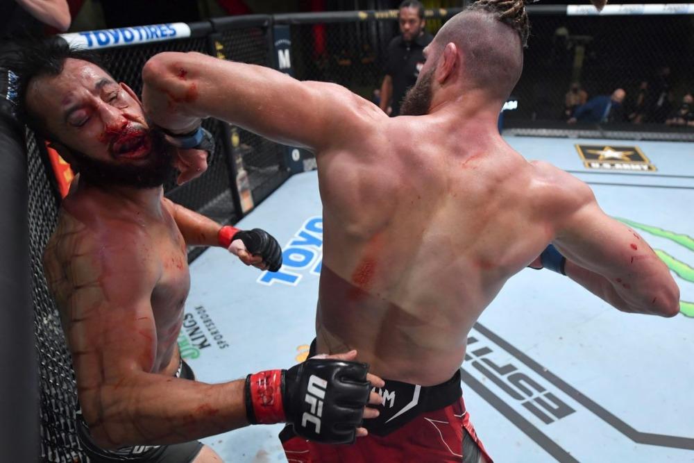 Jiri Prochazka có pha knockout ấn tượng trước Dominick Reyes tại UFC Vegas 25.