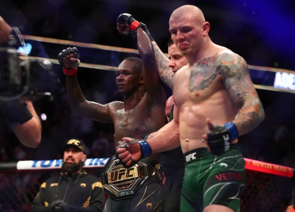 Israel Adesanya đánh bại Marvin Vettori tại UFC 263.