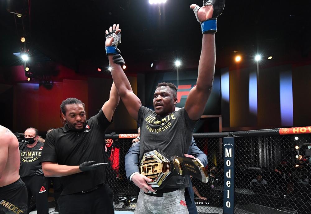 Francis Ngannou là nhà vô địch hạng nặng UFC sau chiến thắng trước Stipe Miocic.