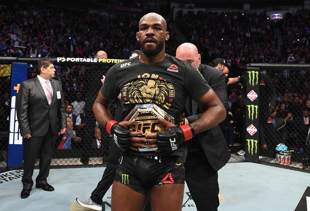 Jon Jones vẫn chưa đạt thỏa thuận với UFC về trận ra mắt hạng cân nặng.