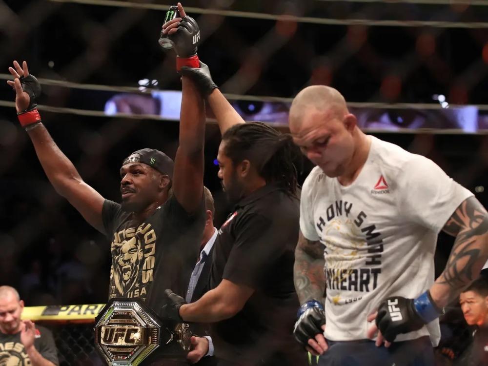 Jon Jones đánh bại Anthony Smith tại UFC 235.