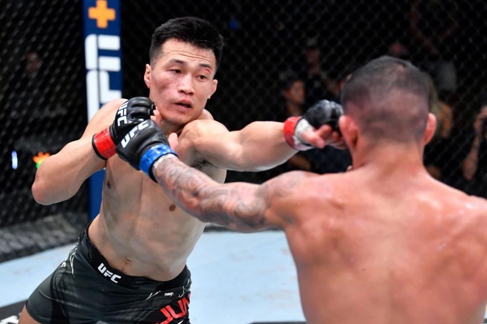 Chan Sung Jung lấy lại sự tự tin sau chiến thắng trước Dan Ige.