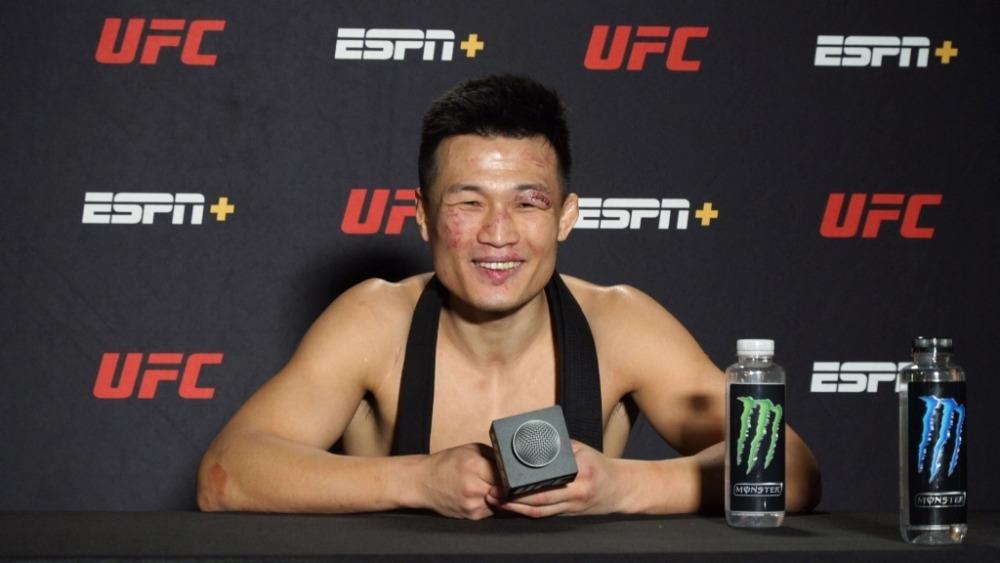 Đánh bại Dan Ige, Zombie Hàn Quốc gọi tên Max Holloway cho cuộc chiến tiếp theo