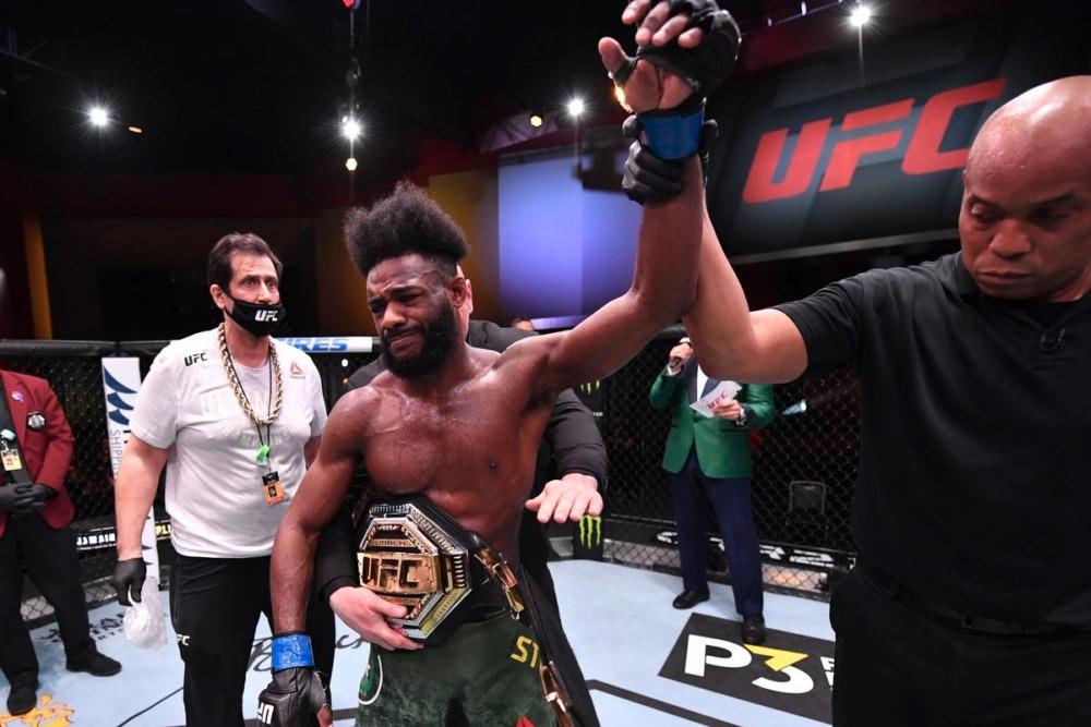 Aljamain Sterling đang là tân vương hạng gà UFC.