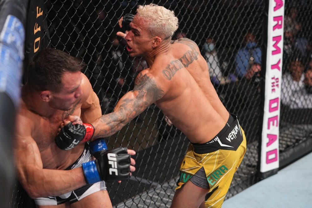 Michael Chandler vừa nhận thất bại trước Charles Oliveira ở trận tranh đai hạng nhẹ tại UFC 262.