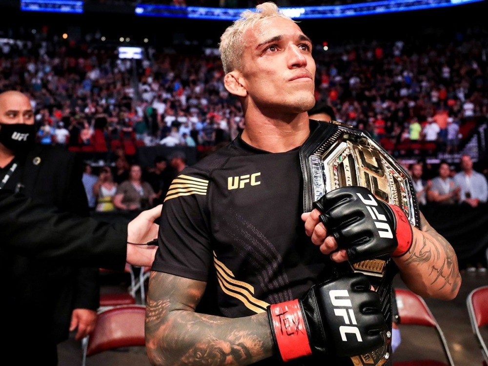 Charles Oliveira là nhà đương kim vô địch hạng nhẹ của UFC.