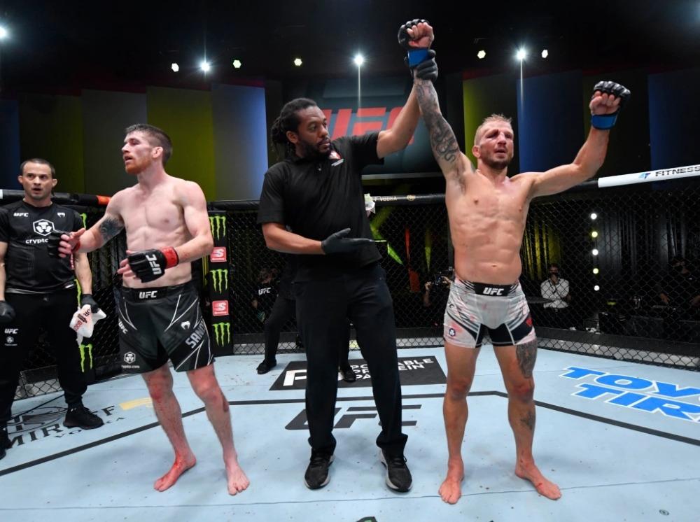 T.J. Dillashaw giành chiến thắng trước Cory Sandhagen trong ngày trở lại lồng bát giác UFC sau án cấm doping.