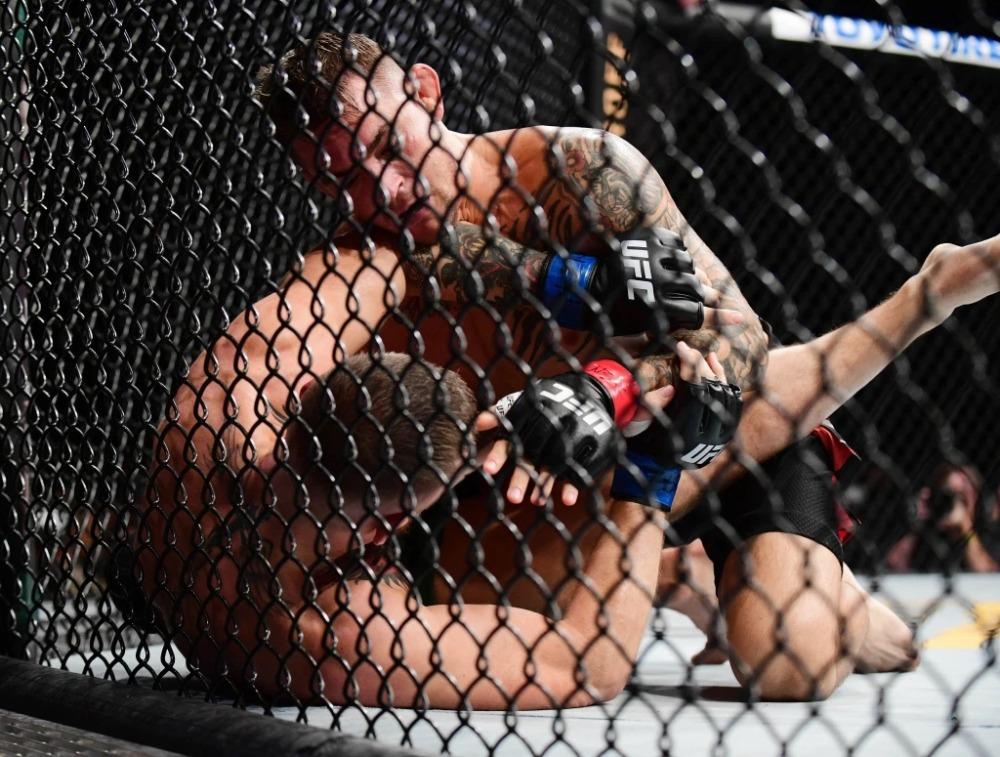 Conor McGregor nhận thất bại trước Dustin Poirier tại UFC 264.