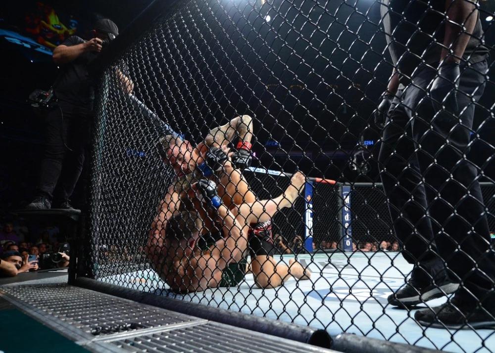 Conor McGregor thất bại trước Dustin Poirier tại UFC 264.