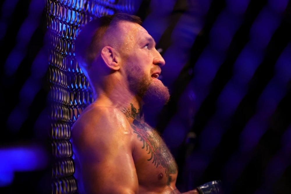 Conor McGregor cần một năm để hồi phục sau chấn thương tại UFC 264.