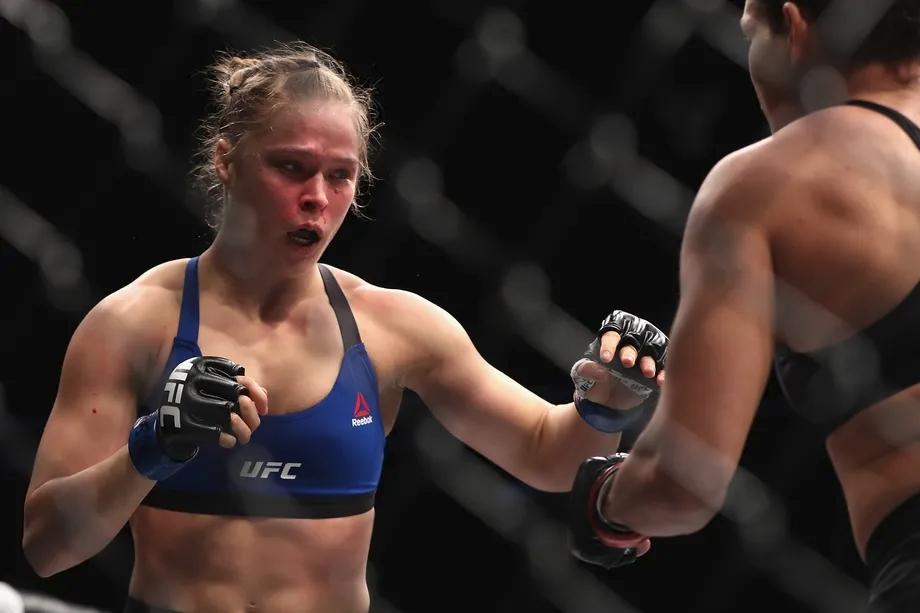 Ronda Rousey từng thống trị hạng cân gà của nữ ở UFC.