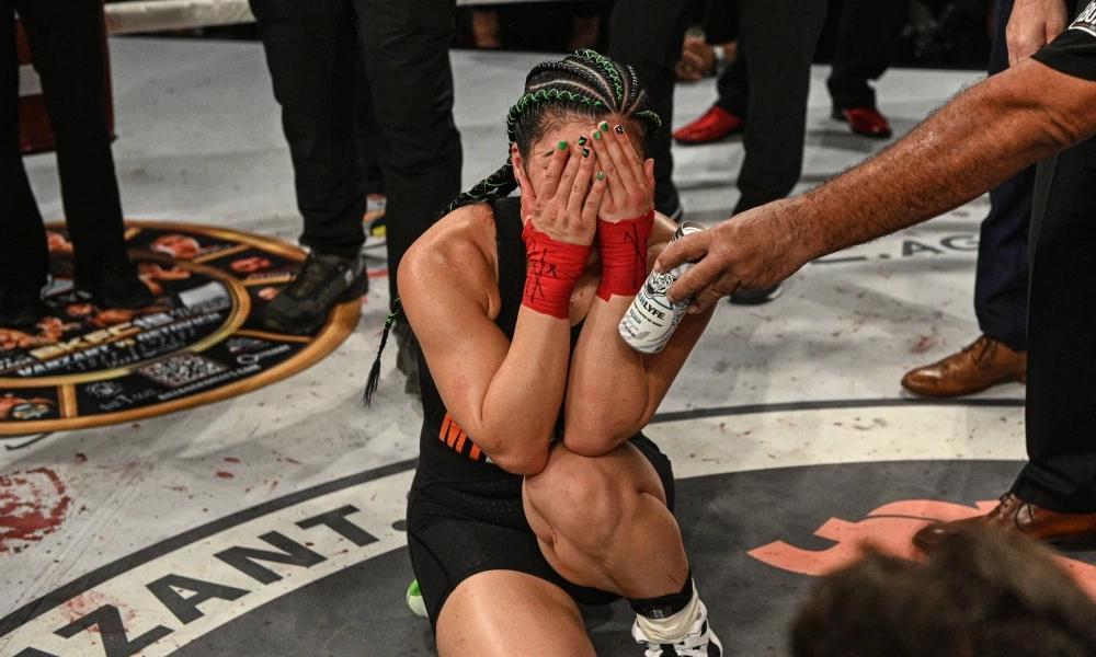 Rachael Ostovich xúc động sau chiến thắng trước VanZant.