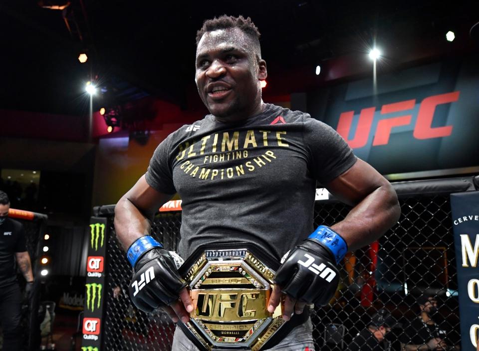 Ciryl Gane trở thành nhà vô địch hạng dưới nặng sau UFC 265.