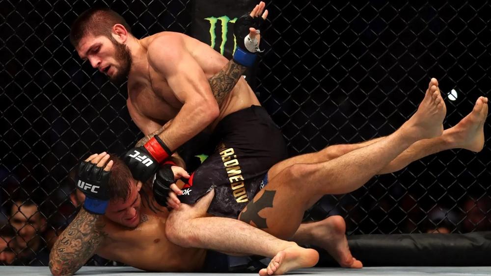 Dustin Poirier từng nhận thất bại trong cuộc đối đầu với Khabib Nurmagomedov.