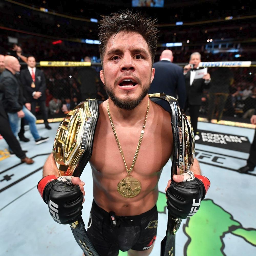 Henry Cejudo bất ngờ rút lui khỏi MMA khi đang là nhà vô địch 2 hạng cân ở UFC.