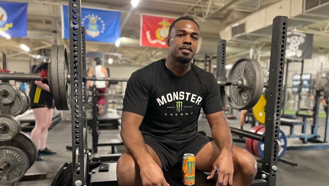 Jon Jones vẫn đang nỗ lực để tăng trọng lượng cơ thể một cách khoa học.