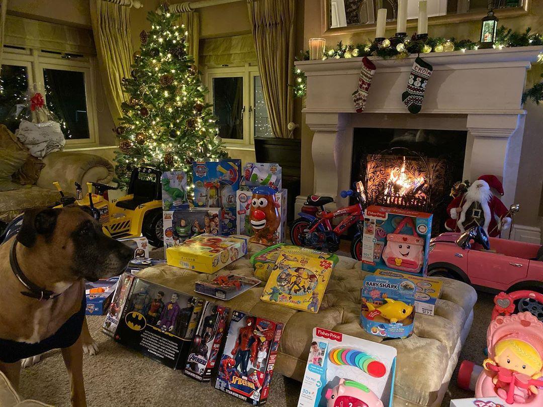 Một số món đồ chơiMcGregor dành tặng cho các con. Ảnh:Instagram.