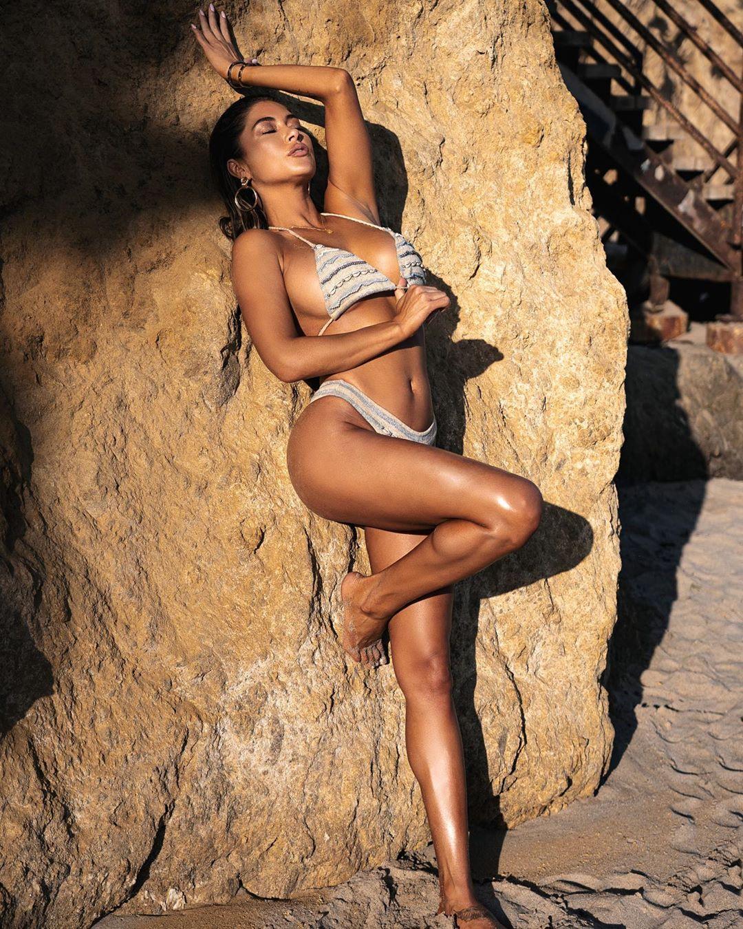 Arianny Celeste còn tham gia làng mẫu ảnh và các chương trình truyền hình.