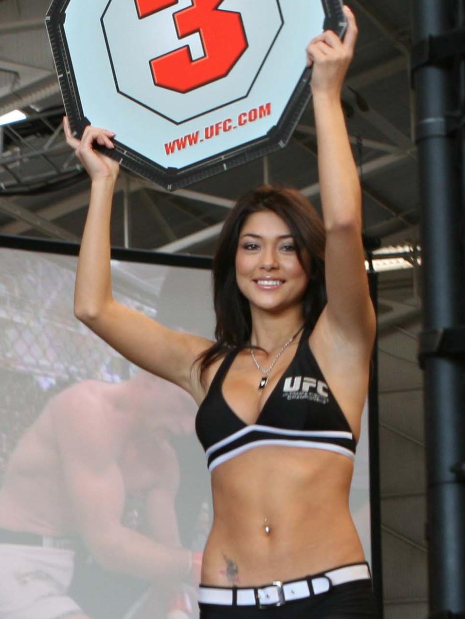Arianny Celeste là 1 trong những Ring girl nổi tiếng nhất làng UFC.