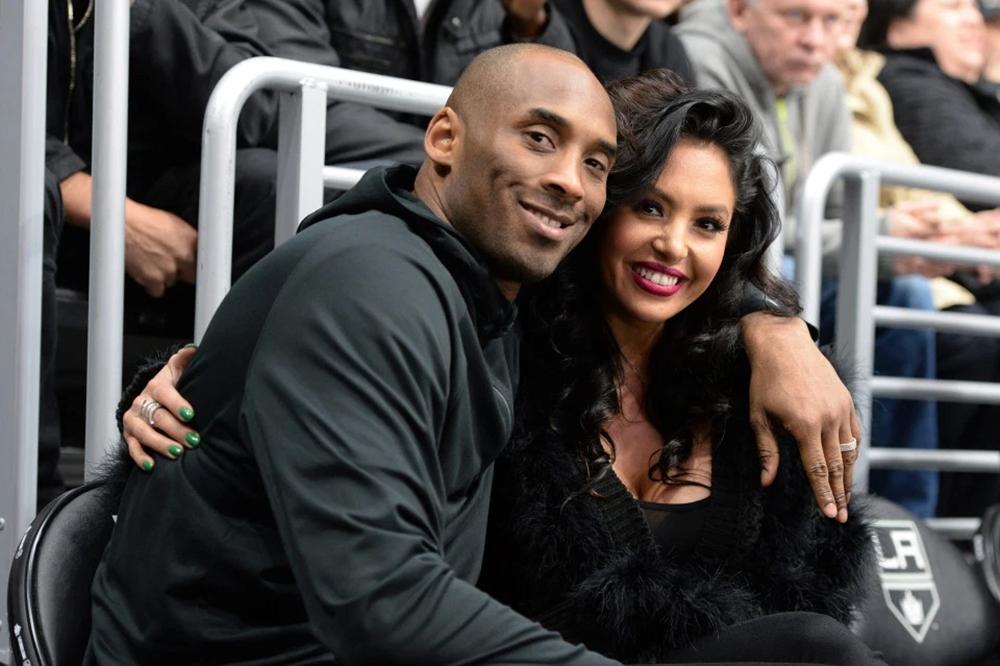 Bryant và vợVanessa dự khán 1 trận đấu bóng rổ.