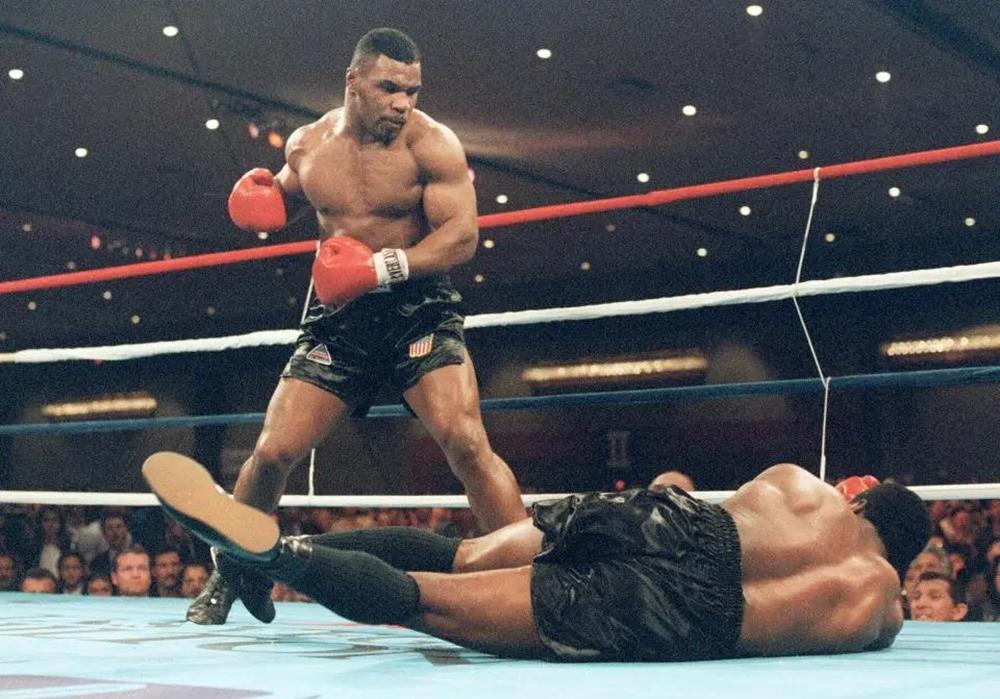 Mike Tyson từng là nhà vô địch quyền Anh hạng nặng trẻ nhất trong lịch sử.