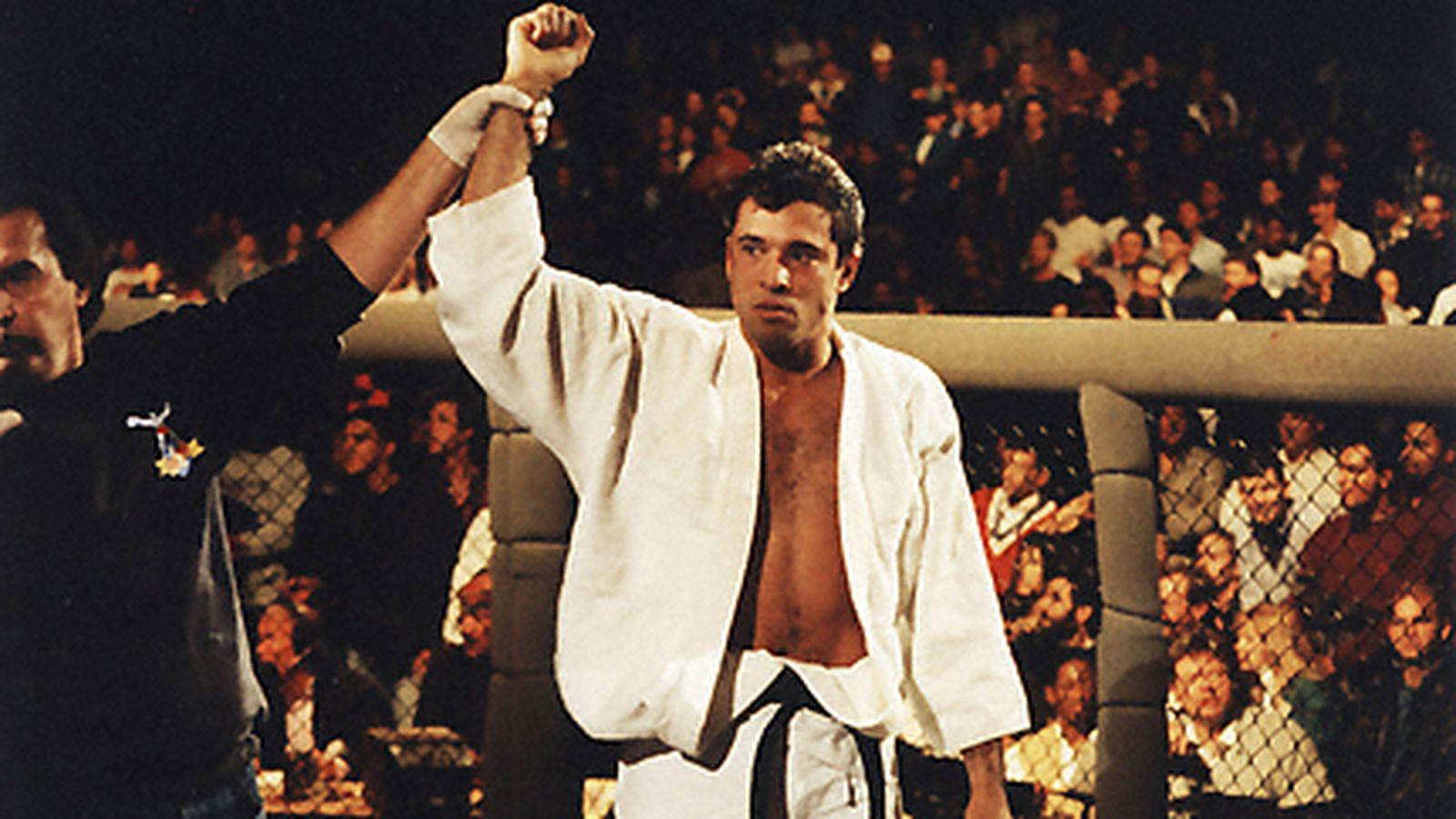 Mike Tyson tin rằng mình không có cơ hội trước Royce Gracie trong 1 trận đấu MMA.