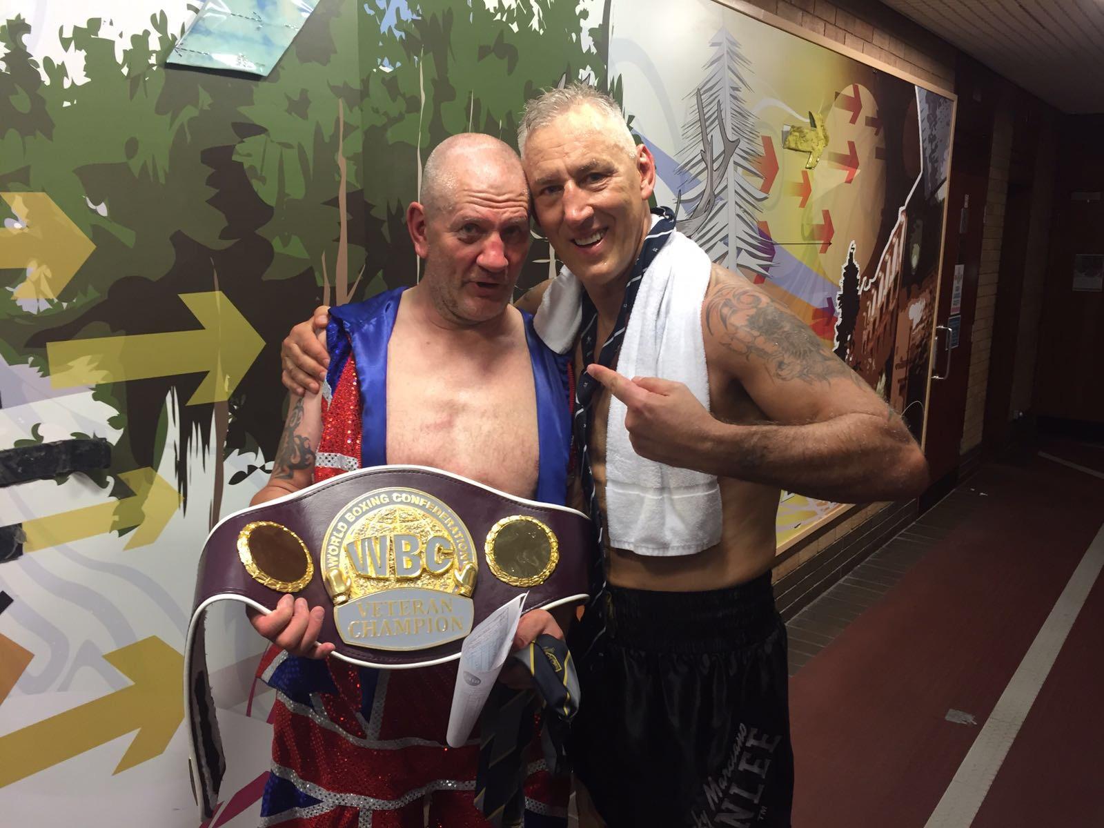 Steve Ward thất bại trước Andreas Sidontrong trận tranh chức vô địch thế giới hạng nặng dành cho các võ sĩ kỳ cựu trong trận chiến cuối cùng của mình ở tuổi 60.