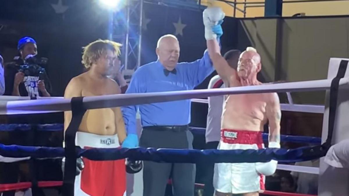 Albert Hughes Jr knock out Tramane Towns.
