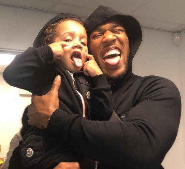 Anthony Joshua và con traiJJ.
