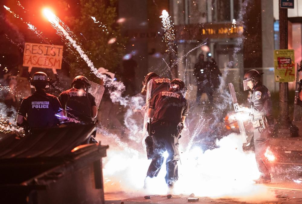 Các cuộc biểu tình bạo lực lan rộng ở Mỹ.
