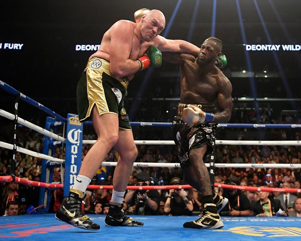 Tyson Fury đấu Deontay Wilder vào năm 2018.