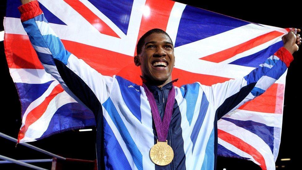 Anthony Joshua giành HCV tại kỳ Thế vận hội trên sân nhà năm 2012.
