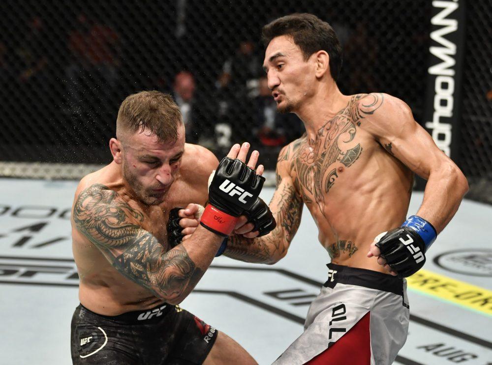 Max Holloway thất bại trướcAlexander Volkanovski trong trận tranh đai hạng lông tại sự kiện UFC 251.