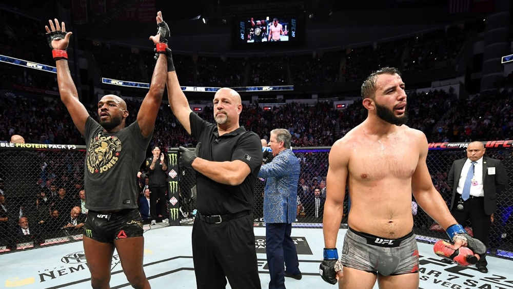 Jon Jones đánh bạiDominick Reyes tại sự kiện UFC 247.