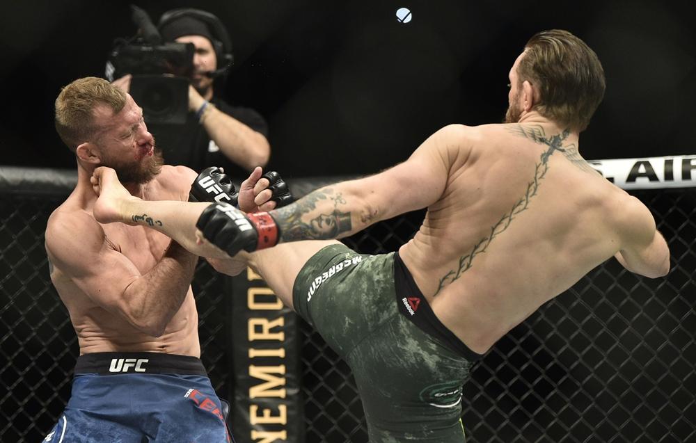 Conor có thể dùng chân và đó là điểm yếu củaMike Tyson.