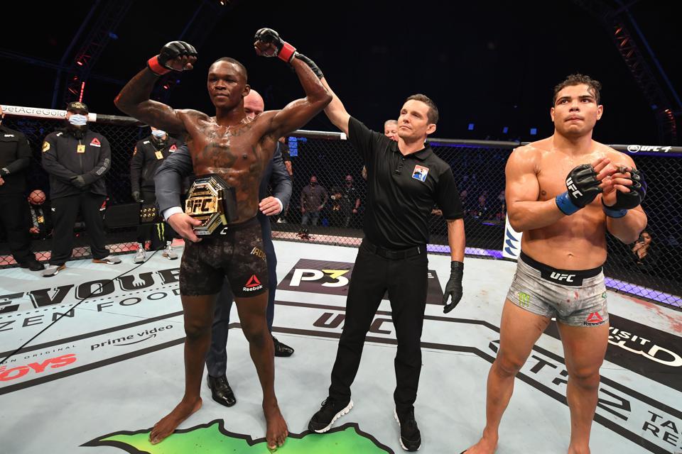 Israel Adesanya bảo vệ thành công đai vô địch hạng trung sau khi đánh bại Paulo Costa tại UFC 253.