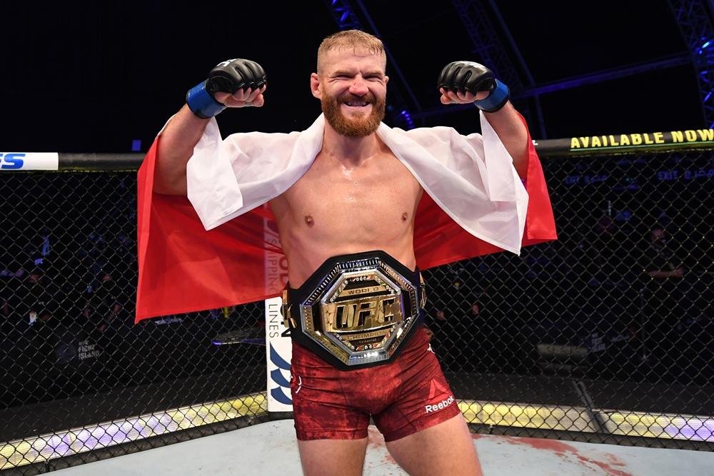Jan Blachowicz là nhà vô địch hạng cân dưới nặng sau chiến thắng trước Dominick Reyes tại UFC 253.